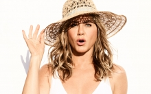 jennifer aniston for aveeno wearing a sun hat
