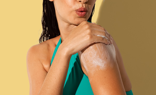 woman applying sunscreen with mineral sunscreen